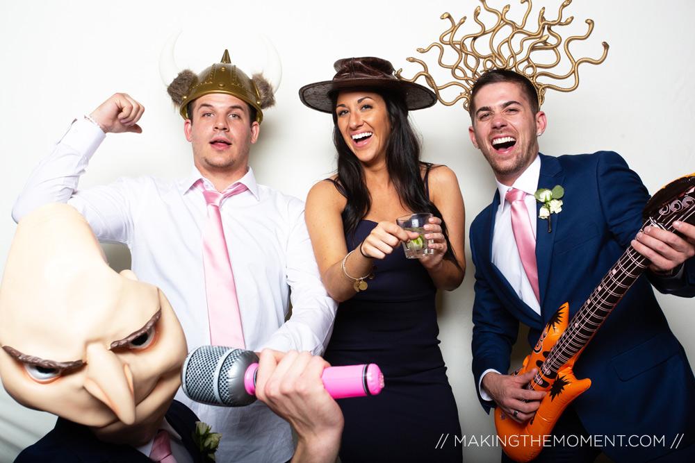 https://www.makingthemoment.com/wordpress/wp-content/uploads/2020/01/111-photobooth-cleveland-wedding-photography.jpg